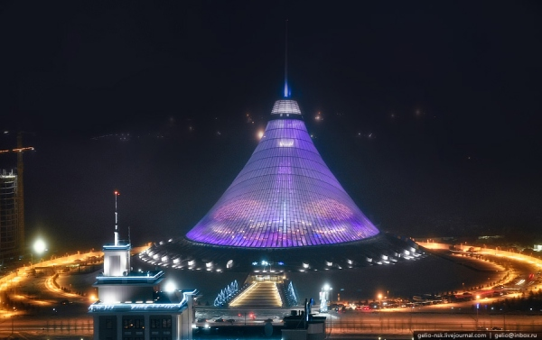 Хан Шатыр ночью
