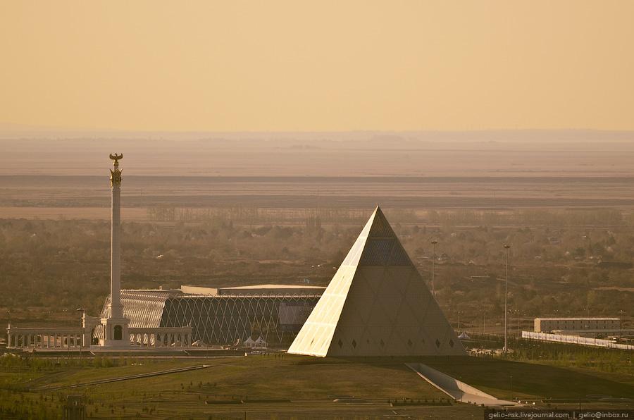 "Дворец мира и согласия, монумент ""Казак Ели"" и дворец Независимости"