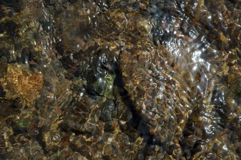 Камни в реке