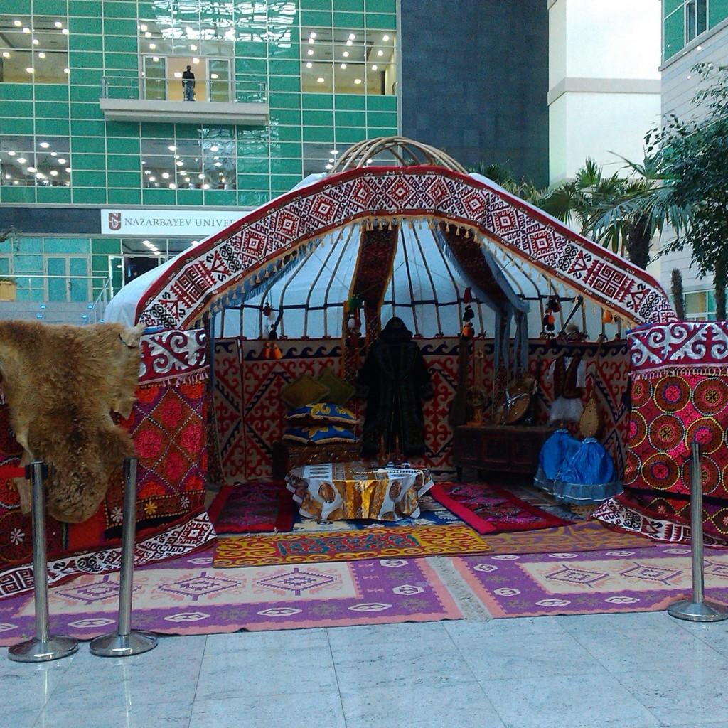 полоина юрты для Назарбаевского университета